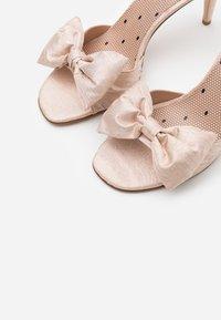 Red V - High heeled sandals - nude - 6