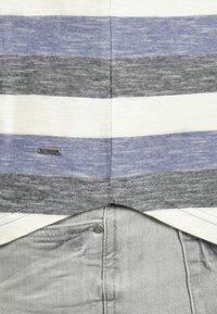 Solid - RUNDHALSSHIRT THICCO - Print T-shirt - marlin - 3
