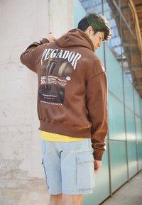 Pegador - EVANDER HOODIE UNISEX - Sweat à capuche - vintage brown - 2