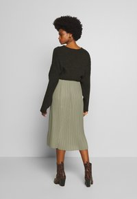 And Less - ALABBYGAIL SKIRT - Jupe trapèze - vetiver - 2
