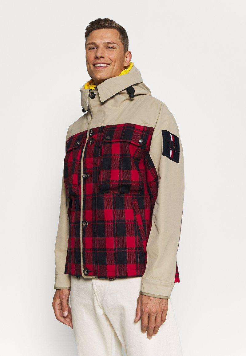 Tommy Hilfiger - 2 IN 1 CHECK JACKET - Bodywarmer - khaki