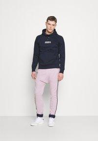 Schott - PAUL MODE - Tracksuit bottoms - stade-pink/blue/navy - 1