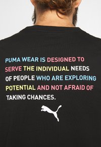 Puma - CELEBRATION GRAPHIC TEE - T-shirt imprimé - black - 6
