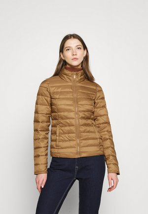 ONLNEWTAHOE QUILTED JACKET - Lehká bunda - toasted coconut