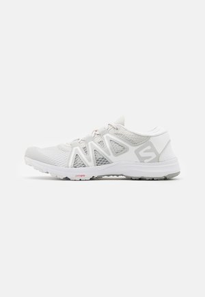CROSSAMPHIBIAN SWIFT 2 - Trekingové boty - lunar rock/white/alloy