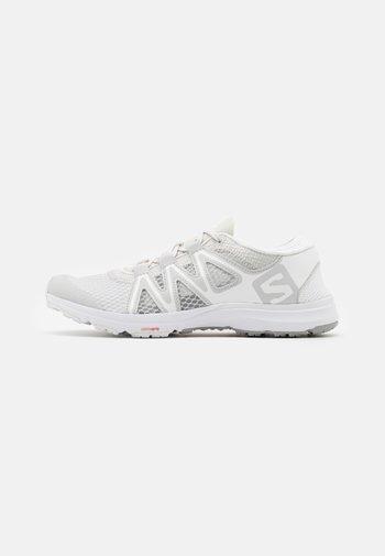 CROSSAMPHIBIAN SWIFT 2 - Chaussures de marche - lunar rock/white/alloy