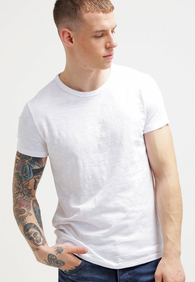 LASSEN  - Basic T-shirt - white