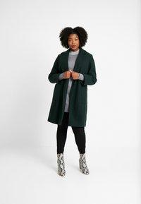 Dorothy Perkins Curve - PATCH POCKET WRAP - Frakker / klassisk frakker - green - 1