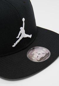 Jordan - PRO JUMPMAN SNAPBACK - Cap - black/white - 6