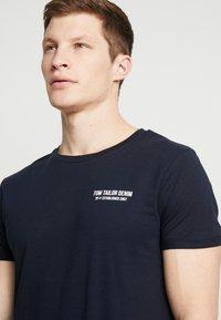 TOM TAILOR DENIM - Print T-shirt - sky captain blue - 4