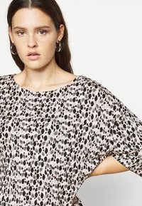 Evans - HANKY HEM TOP - Blouse - blush - 4