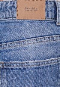 Bershka - MIT ZIERRISSEN - Jeans a zampa - blue - 4