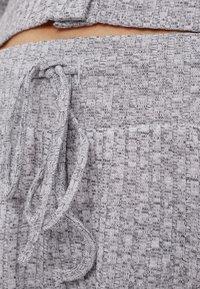 Bershka - Shorts - light grey - 5