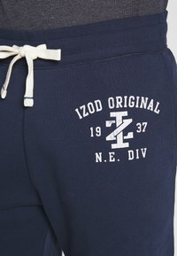 IZOD - DISTRESSED LOGO - Tracksuit bottoms - peacoat - 4