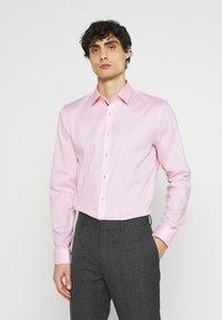 OLYMP No. Six - Formal shirt - rose - 0