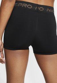 Nike Performance - PRO SHORT - Legging - black/black/metallic silver - 2