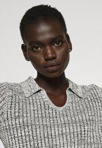 Proenza Schouler White Label - T-shirt imprimé - ecru - 5