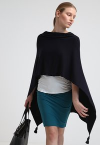 comma - PONCHO - Cape - dark blue - 3