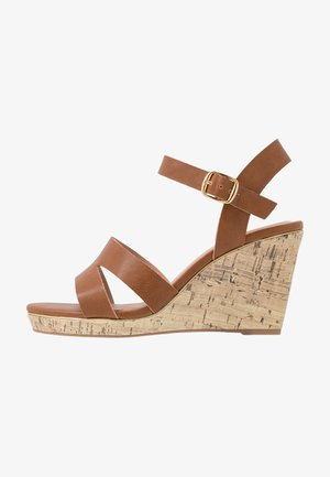 WIDE FIT POSSUM WEDGE - Sandály na vysokém podpatku - tan