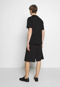 Versace Jeans Couture - LOGO - Pantalon de survêtement - black - 2