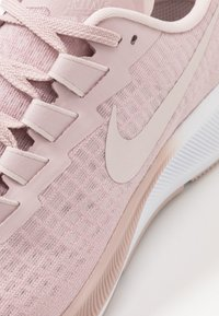 Nike Performance - AIR ZOOM PEGASUS 37 - Zapatillas de running neutras - champagne/barely rose/white - 5
