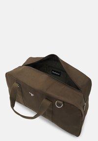 Barbour - CASCADE HOLDALL UNISEX - Weekend bag - olive - 2