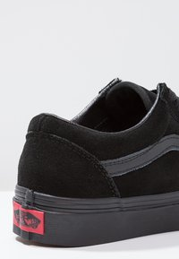 Vans - UA OLD SKOOL - Zapatillas - black - 5