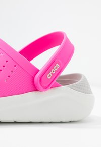Crocs - LITERIDE - Ciabattine - electric pink/almost white - 2