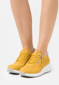 TOM TAILOR - Sneakers laag - yellow - 0