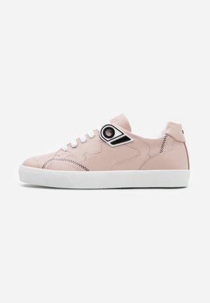 GYMNIC - Baskets basses - pink