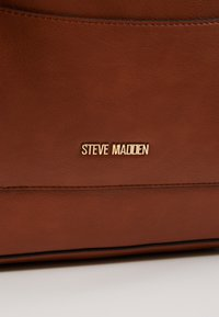 Steve Madden - BKIMMY SET - Tote bag - cognac - 8