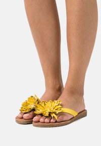 Lazamani - T-bar sandals - yellow - 0
