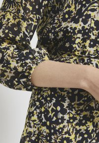TOM TAILOR - Robe chemise - yellow flower design - 4