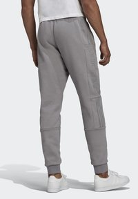 adidas Originals - BX-20 SWEAT JOGGERS - Pantalones deportivos - grey - 1