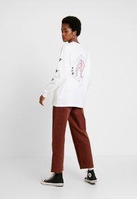 Merchcode - LADIES PLANET UNICORN LONGSLEEEVE - Bluzka z długim rękawem - white - 2