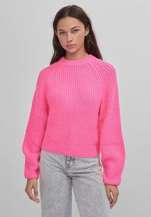MIT RUNDHALSAUSSCHNITT - Jumper - neon pink