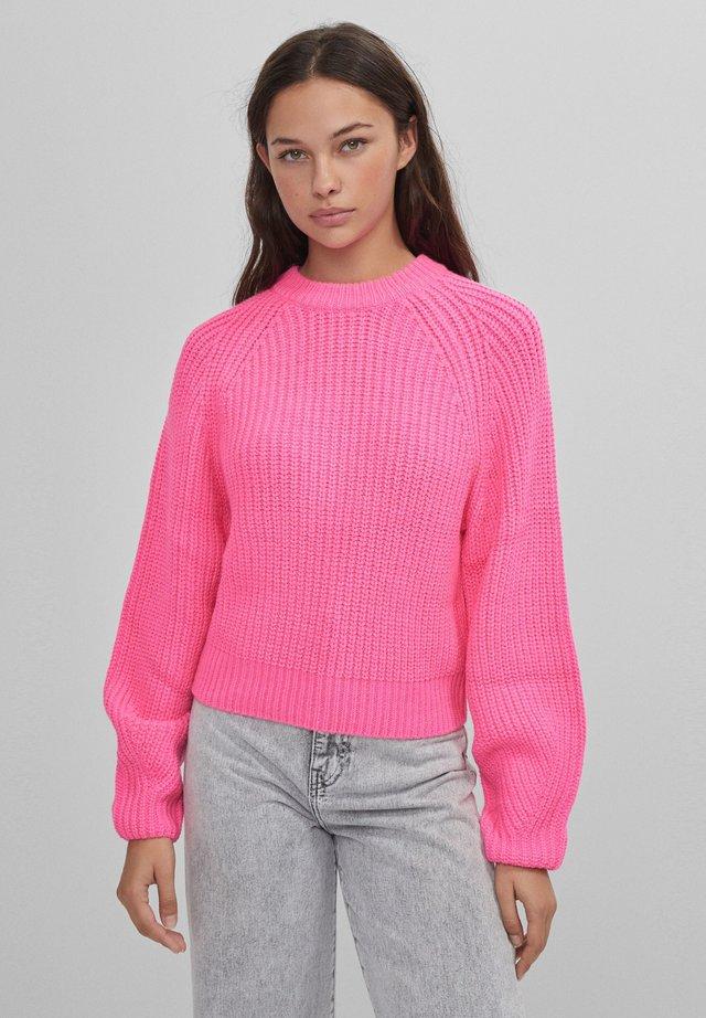 MIT RUNDHALSAUSSCHNITT - Trui - neon pink