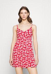 Hollister Co. - BARE DRESS - Robe en jersey - red daisy - 0