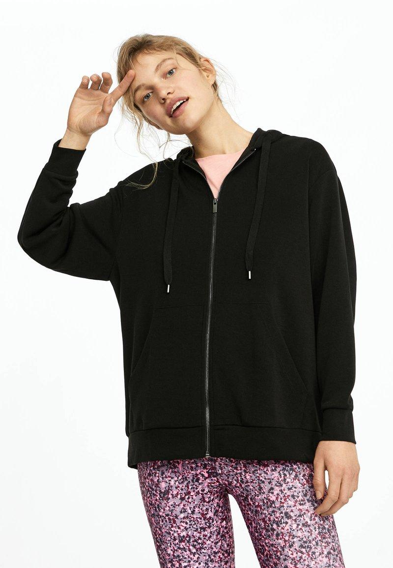OYSHO - KAPUZENJACKE AUS WEICHEM STOFF 31791222 - Zip-up hoodie - black