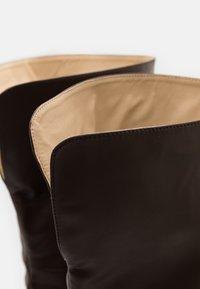 4th & Reckless - FALLON - Kozačky na vysokém podpatku - chocolate - 5