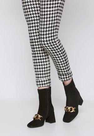 FAUSTA - Classic ankle boots - noir