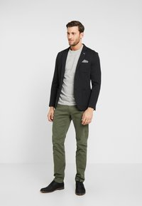 TOM TAILOR - Chinos - dark thyme green - 1