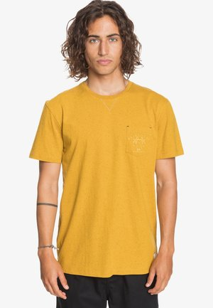 ENTRE PIN ET MER - Print T-shirt - misted yellow