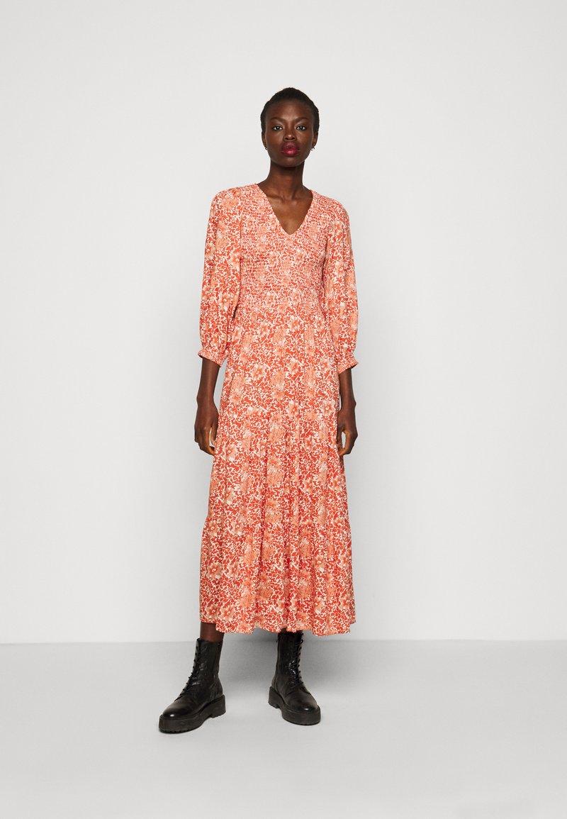 YAS Tall - YASDAMASK LONG DRESS - Robe longue - whisper pink