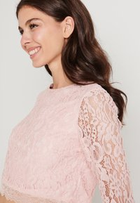 NA-KD - ZALANDO X NA-KD LONG SLEEVE LACE TOP - Bluser - dusty pink - 4
