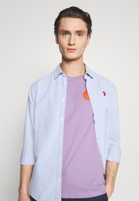 YOURTURN - UNISEX - Print T-shirt - lilac - 3