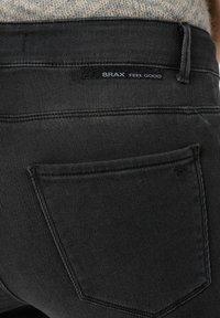 BRAX - SHAKIRA - Jeans Skinny Fit - used dark grey - 4