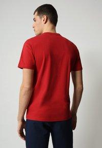 Napapijri - S-SURF FLAG - Print T-shirt - old red - 2