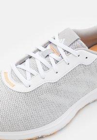 adidas Golf - S2G - Golfové boty - grey three/footwear white/haze orange - 5