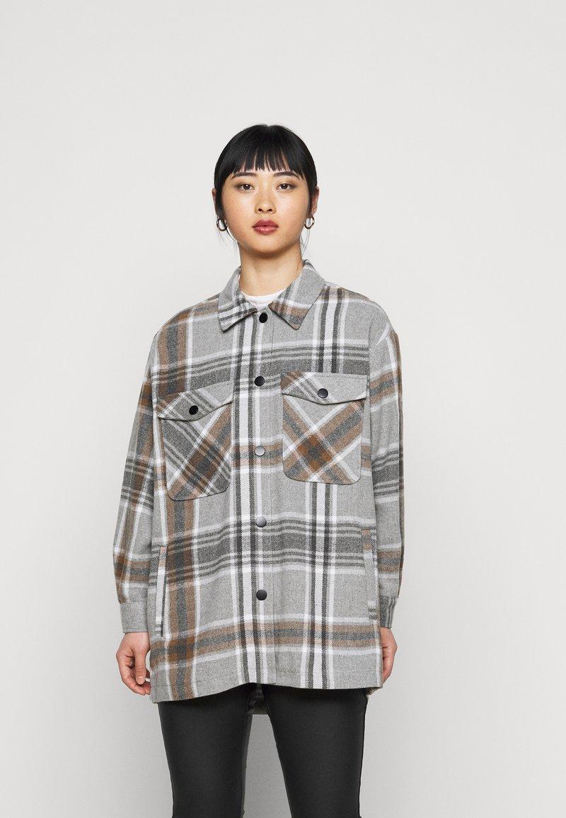 ONLY Petite - ONLELLENE VALDA CHACKET - Short coat - chipmunk